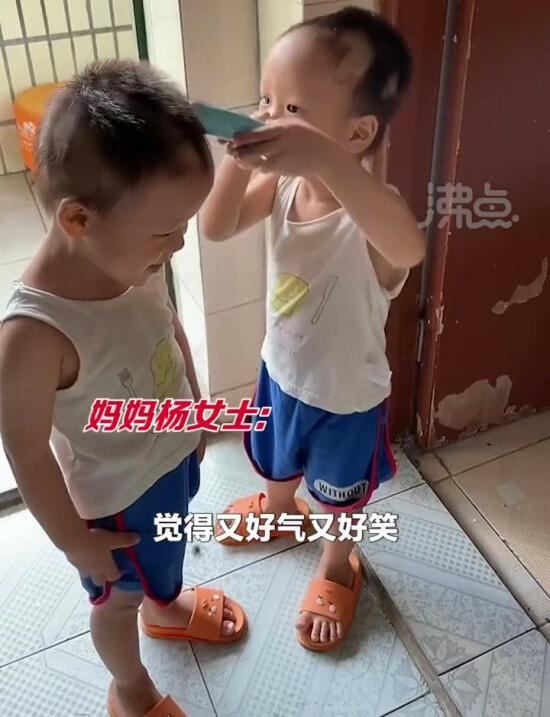 双胞胎互相剃头 Moment 01——